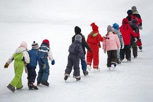 Ismerkedés a téli sportokkal – zuglói magánóvodánkban a korcsolyaoktatás is elérhető!